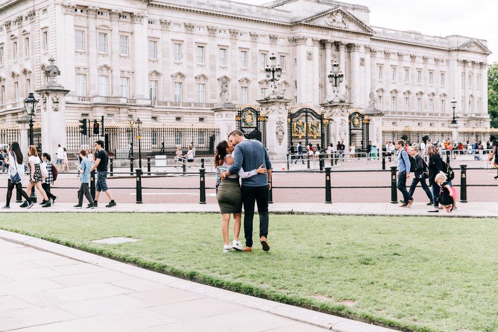 KaraNixonWeddings-London-BuckinghamPalace-Engagement-6.jpg