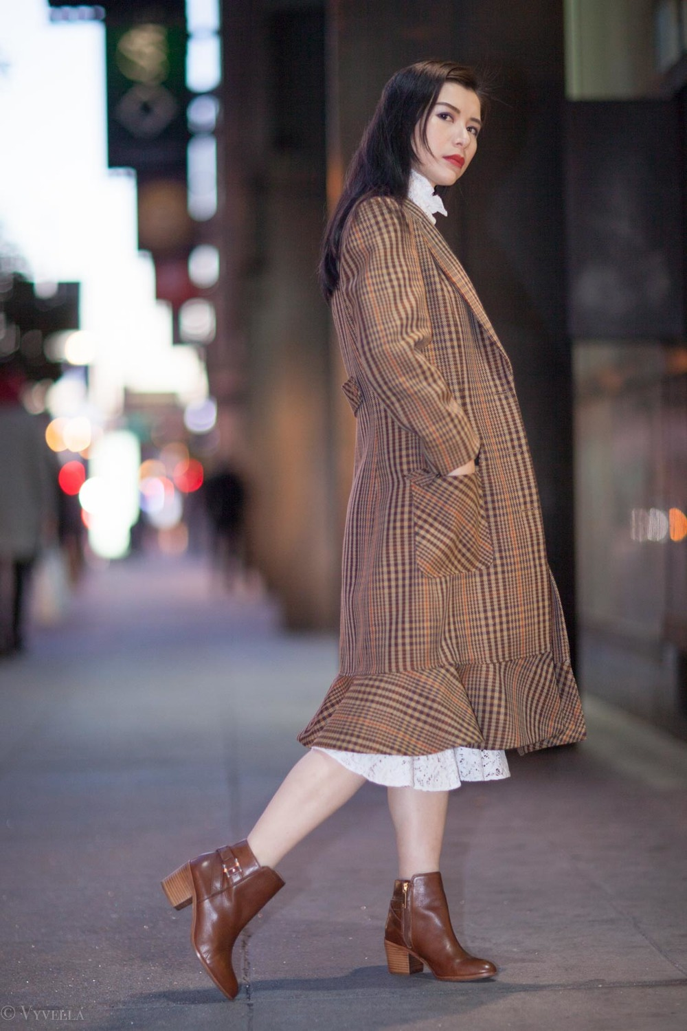 looks_vintage-lace-and-houndstooth-coat_01.jpg