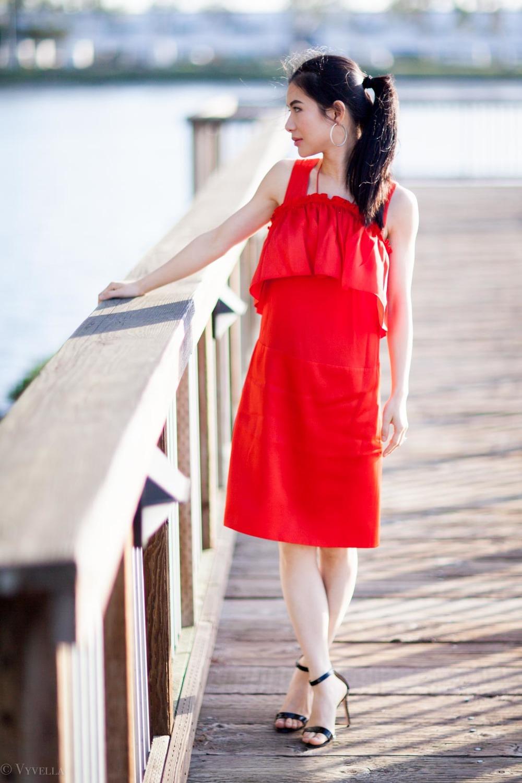 looks_red-ruffled-dress_02.jpg