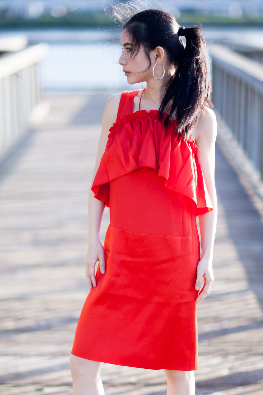looks_red-ruffled-dress_05.jpg
