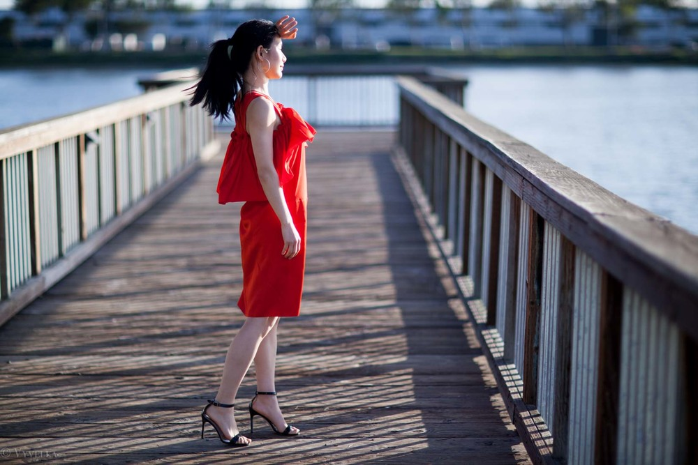 looks_red-ruffled-dress_06.jpg