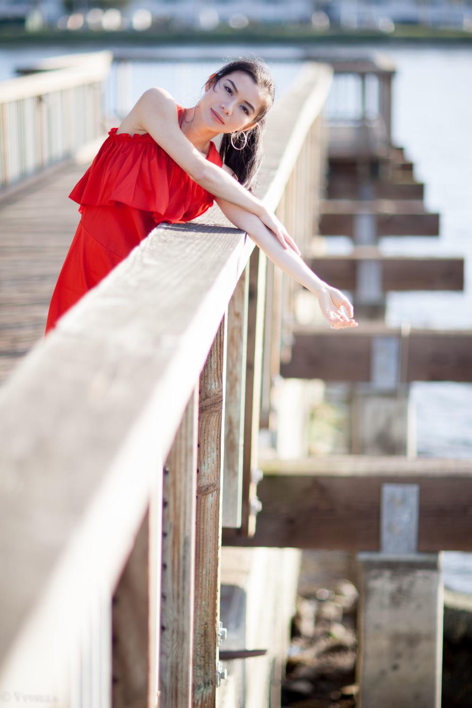 looks_red-ruffled-dress_10.jpg