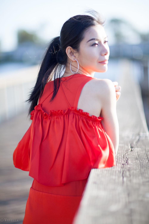 looks_red-ruffled-dress_11.jpg