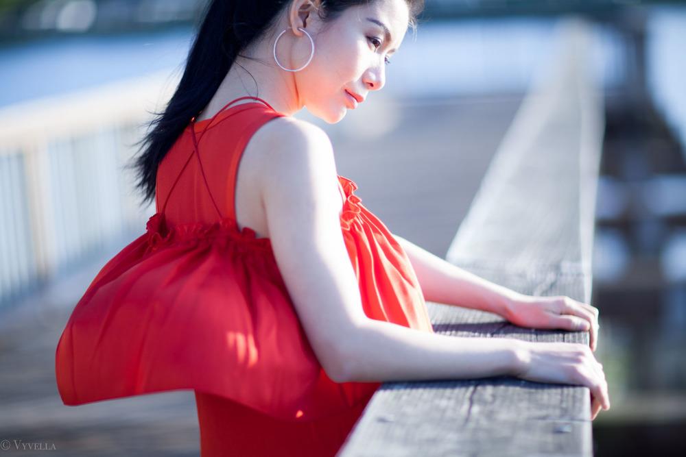 looks_red-ruffled-dress_12.jpg