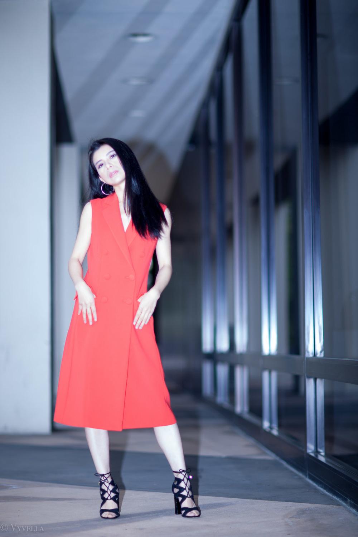 looks_sleeveless-red-dress_06.jpg