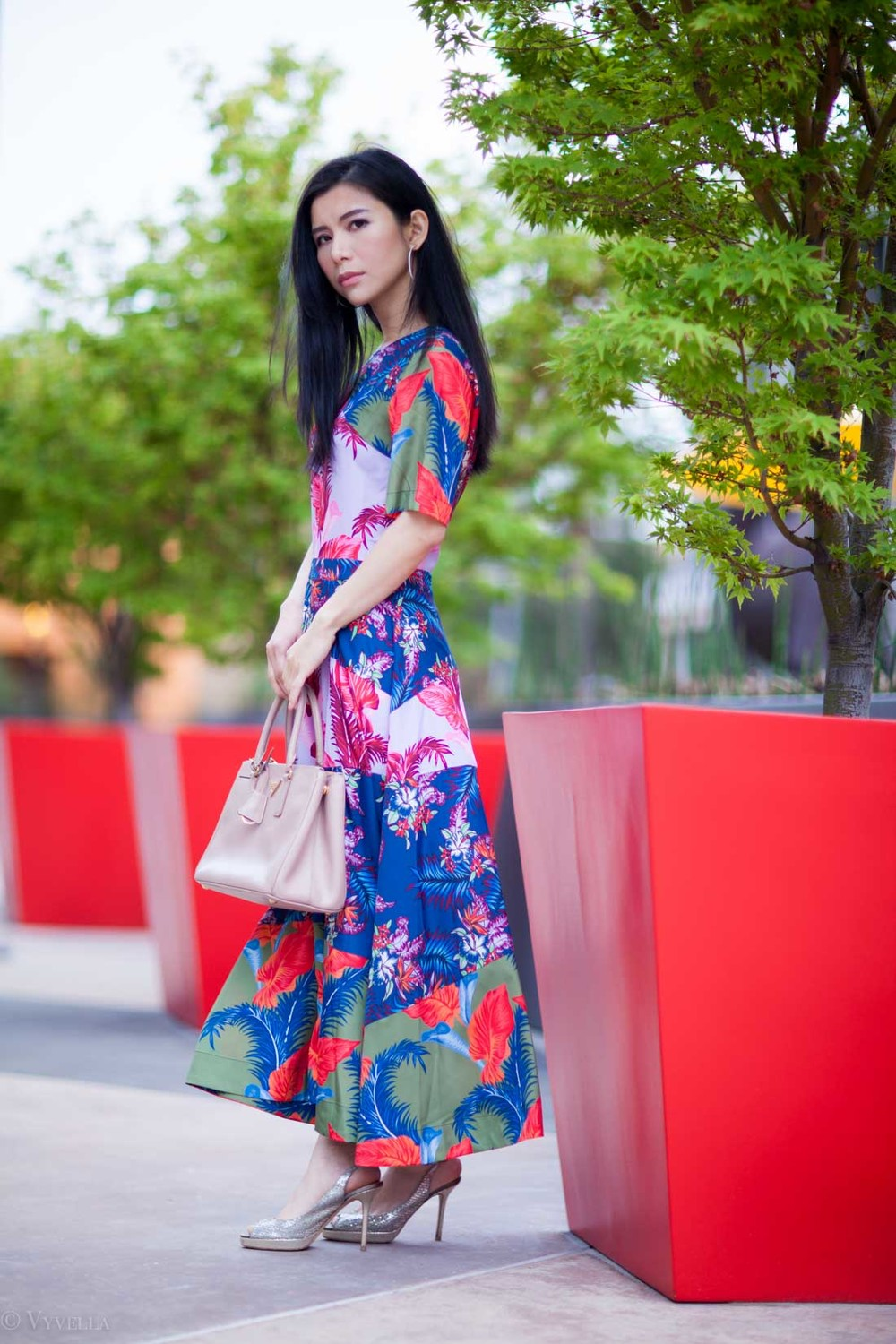 looks_tropical-floral-dress_04.jpg