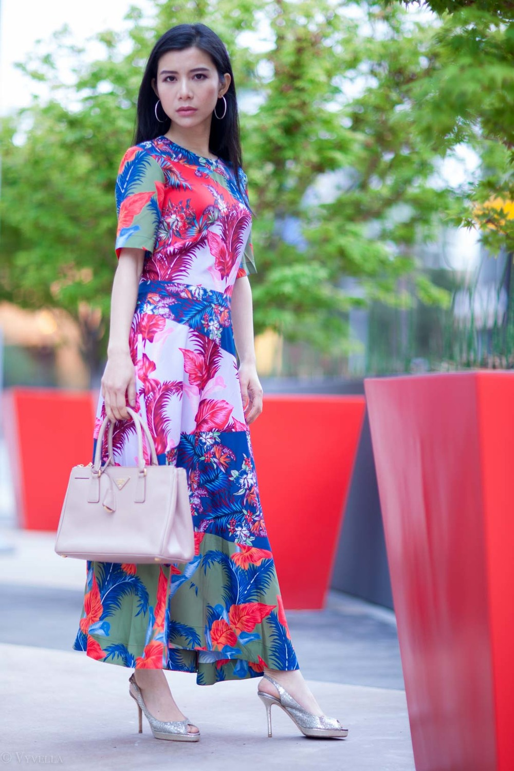 looks_tropical-floral-dress_05.jpg