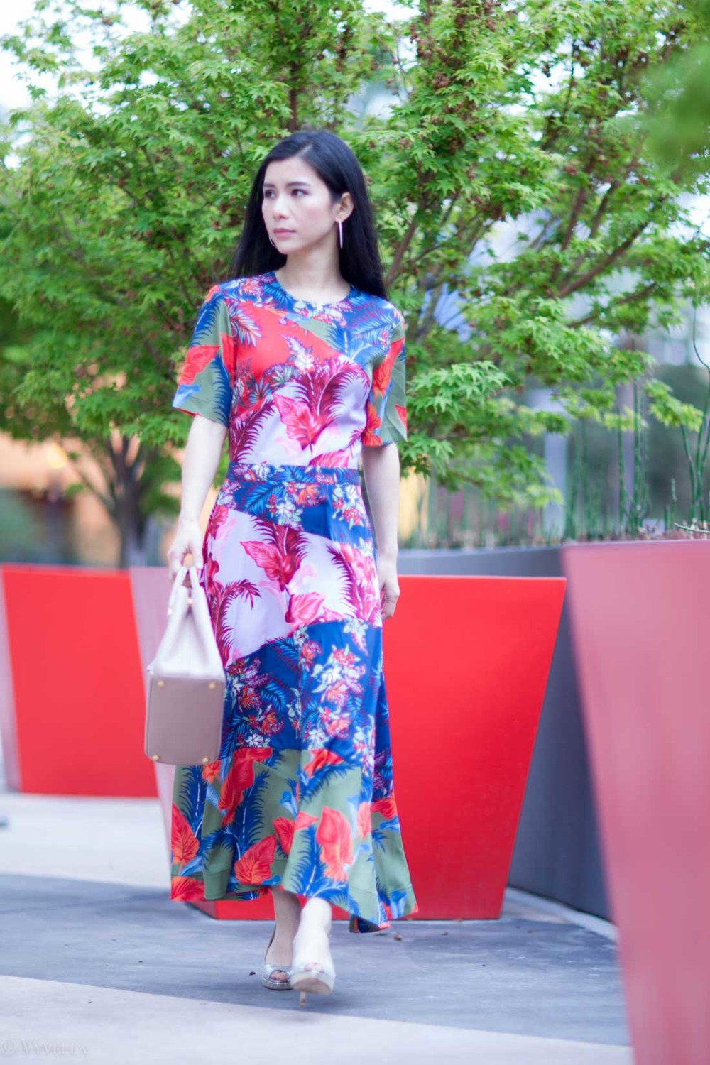 looks_tropical-floral-dress_07.jpg
