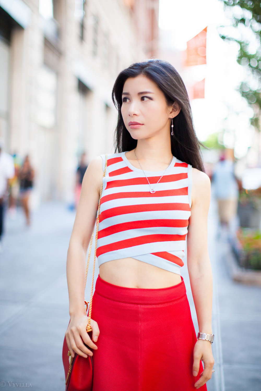 looks_red-diagonal-stripes_01.jpg