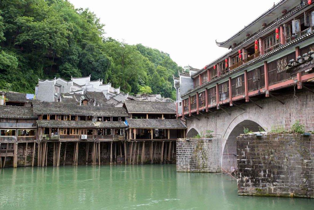 looks_fenghuang-ancient-town_06.jpg