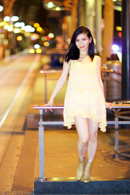 looks_gold-swing-dress_01.jpg