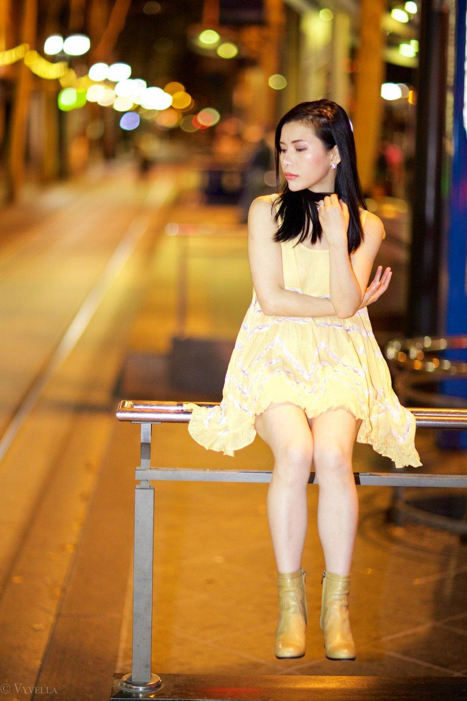 looks_gold-swing-dress_05.jpg