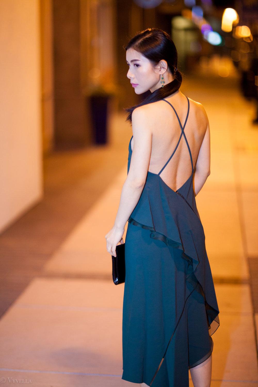 looks_emerald-ruffled-dress_01.jpg