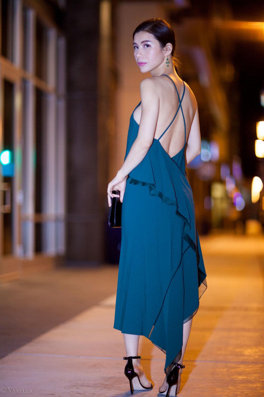 looks_emerald-ruffled-dress_04.jpg