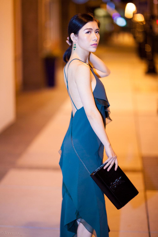 looks_emerald-ruffled-dress_10.jpg