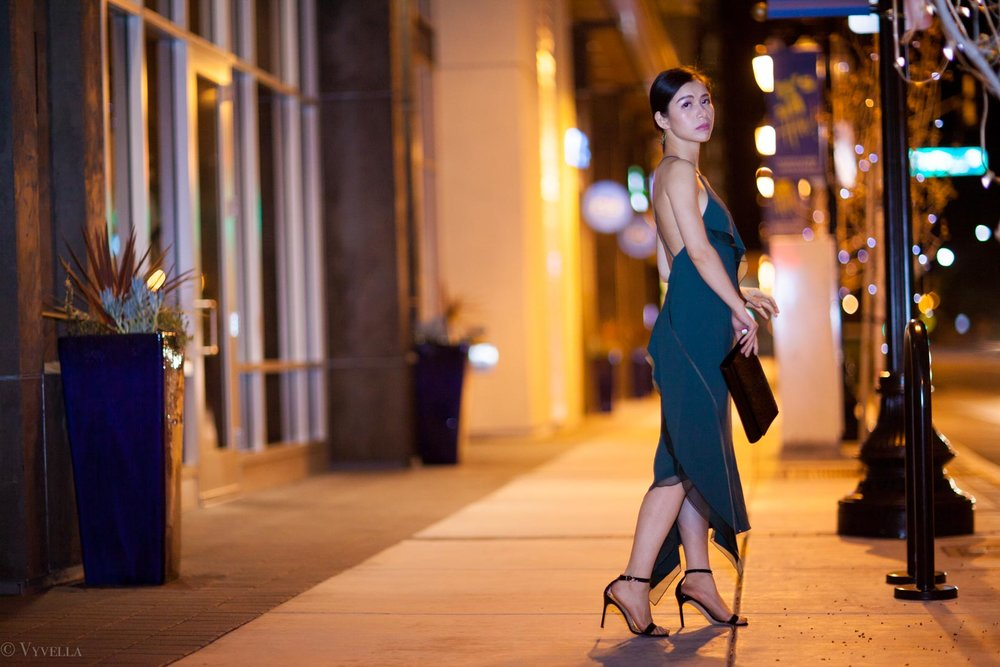 looks_emerald-ruffled-dress_12.jpg