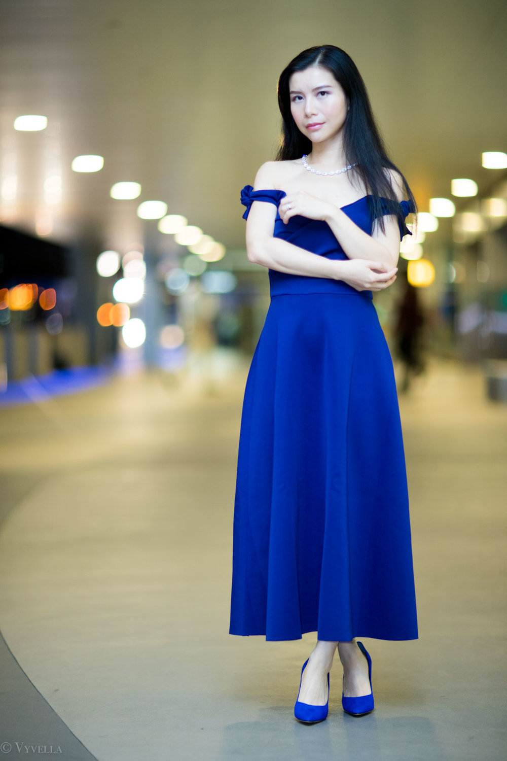 looks_royal-blue-off-the-shoulder-dress_03.jpg