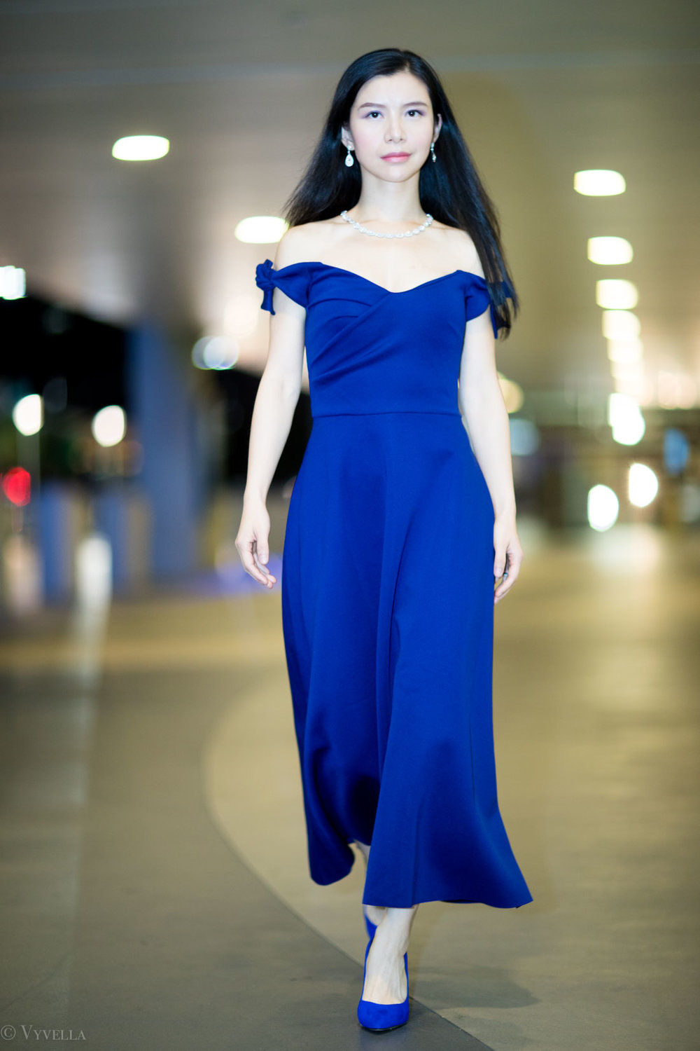 looks_royal-blue-off-the-shoulder-dress_05.jpg