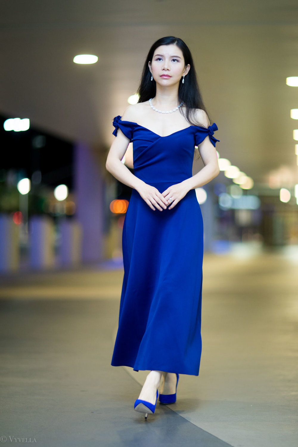 looks_royal-blue-off-the-shoulder-dress_06.jpg