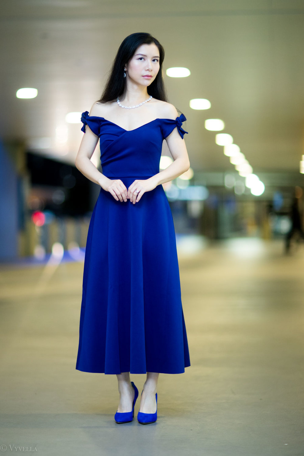 looks_royal-blue-off-the-shoulder-dress_07.jpg