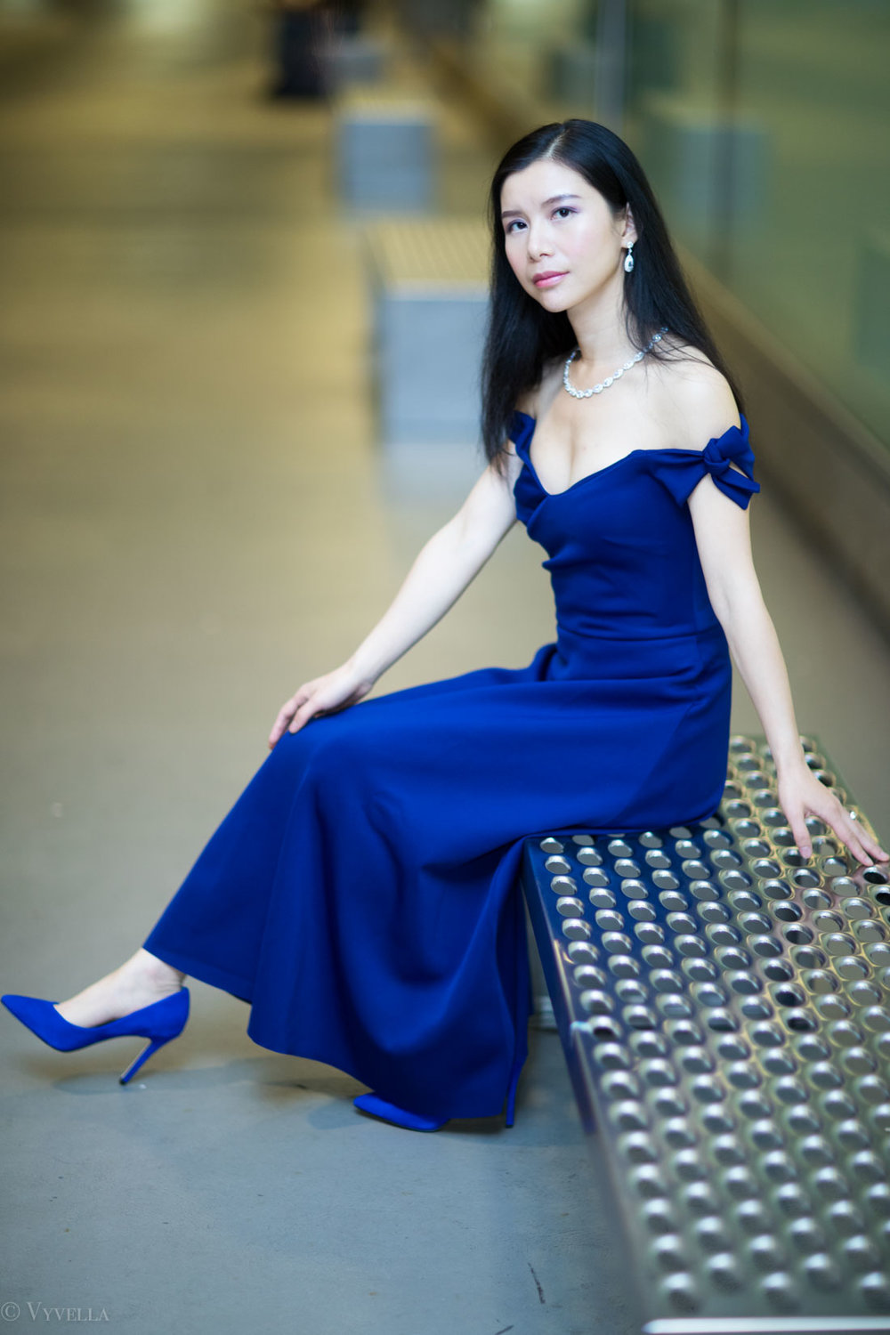 looks_royal-blue-off-the-shoulder-dress_08.jpg