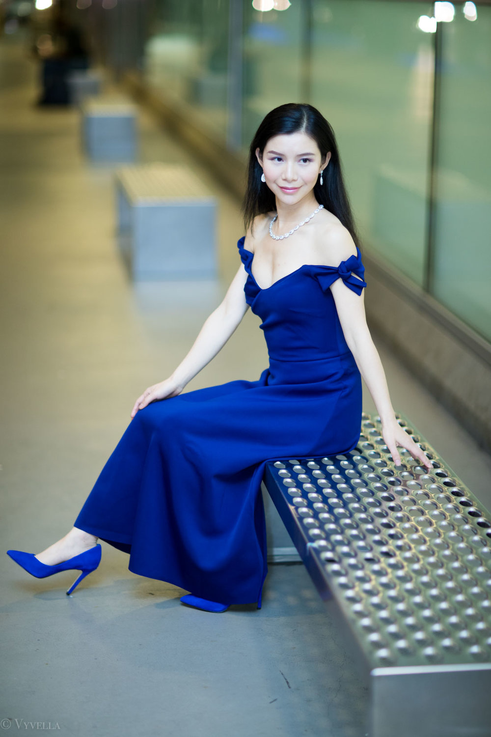looks_royal-blue-off-the-shoulder-dress_09.jpg