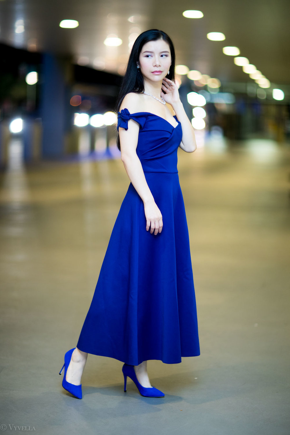 looks_royal-blue-off-the-shoulder-dress_11.jpg