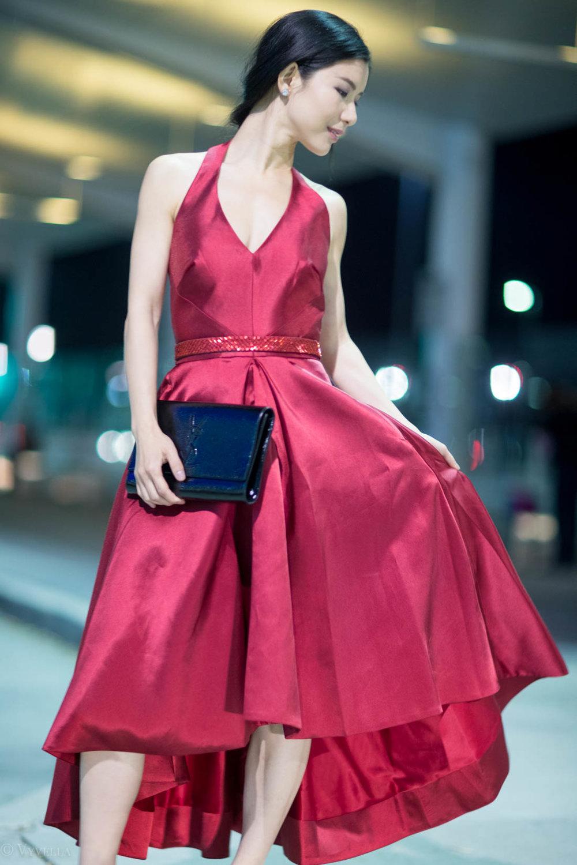 looks_red-high-low-halter-dress_06.jpg
