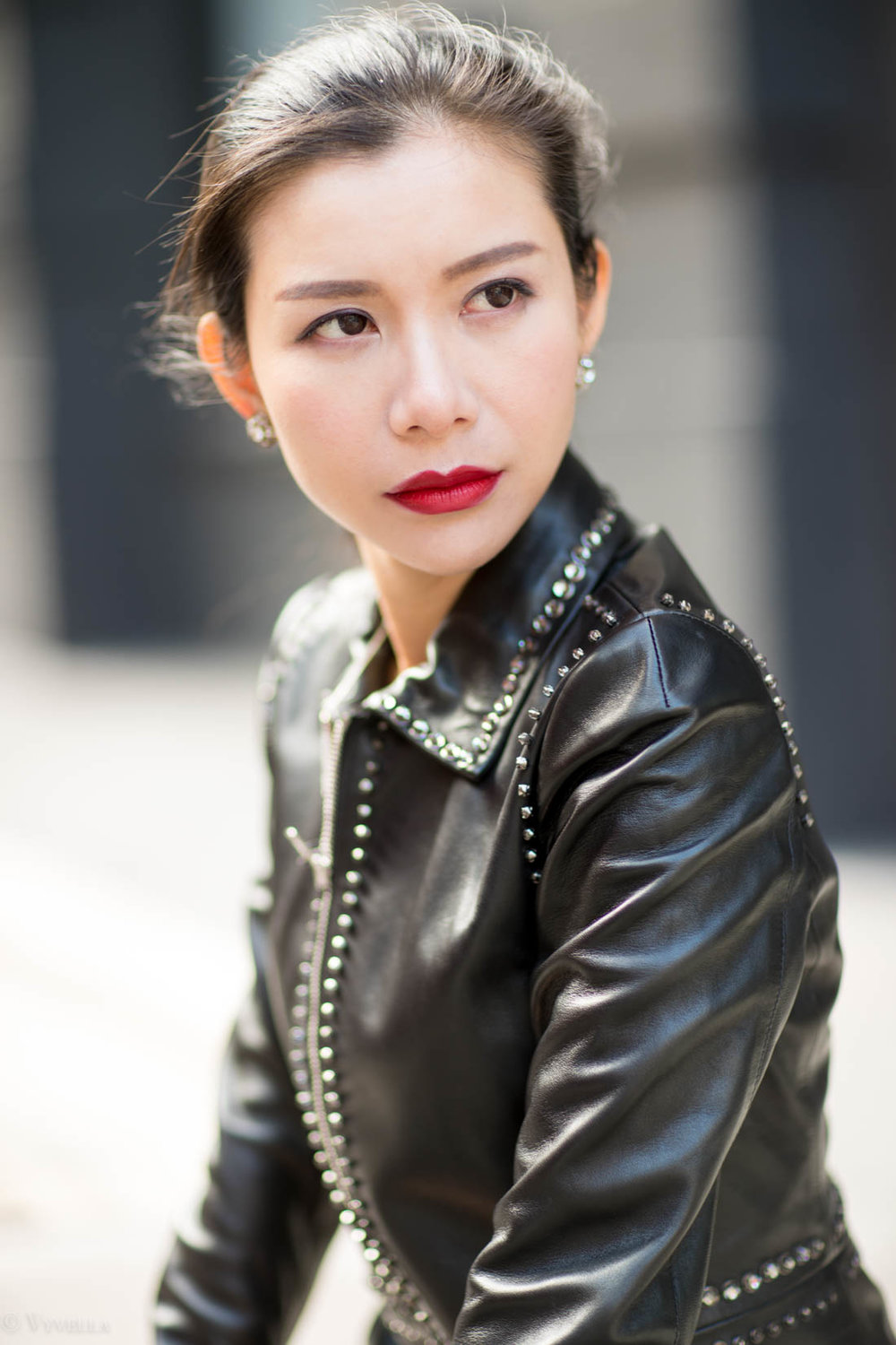 looks_studded-black-leather-jacket_05.jpg