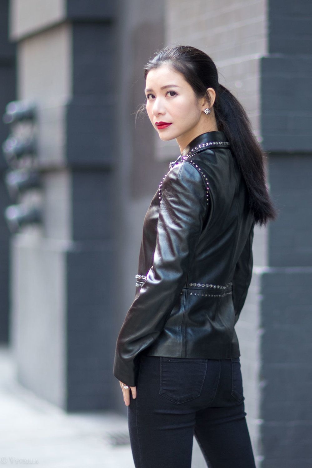 looks_studded-black-leather-jacket_10.jpg