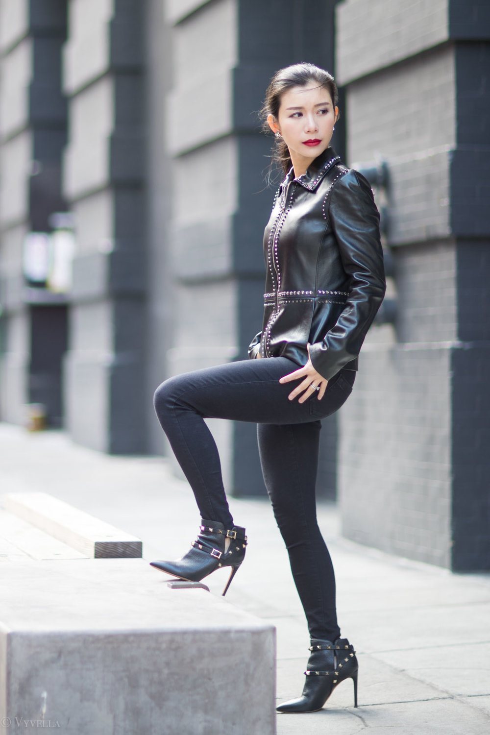 looks_studded-black-leather-jacket_11.jpg