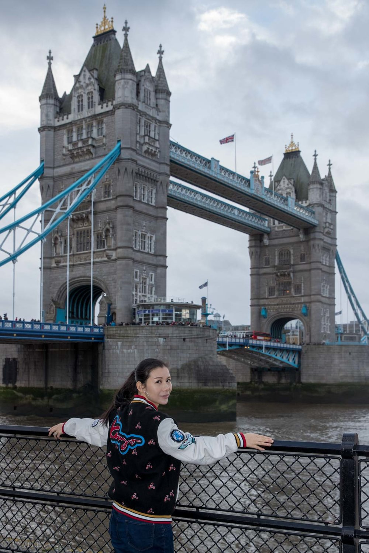 looks_winter-walk-over-london-tower-bridge_01.jpg
