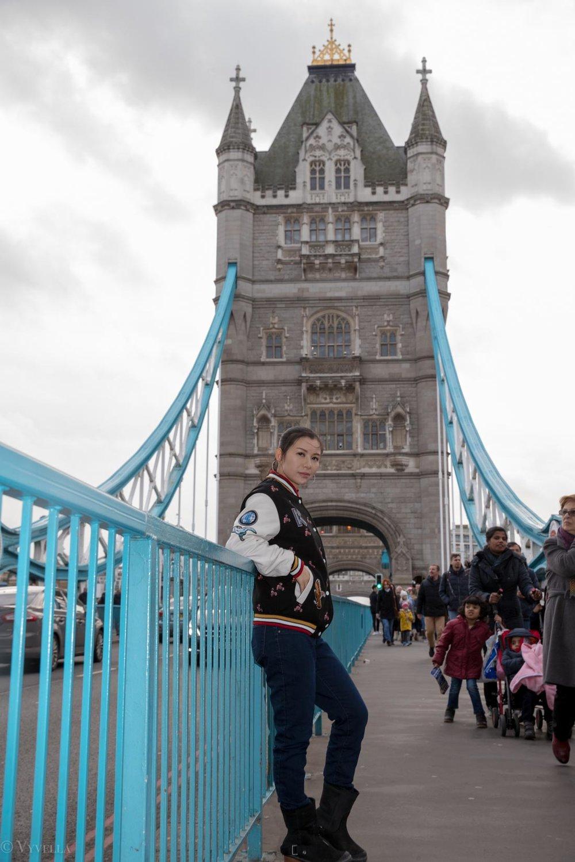 looks_winter-walk-over-london-tower-bridge_04.jpg