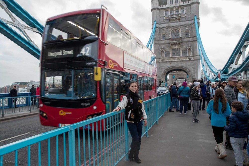 looks_winter-walk-over-london-tower-bridge_05.jpg