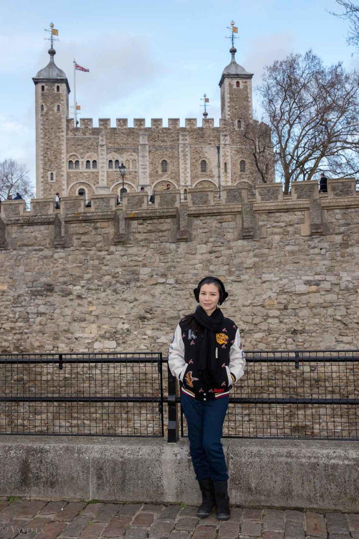 looks_winter-walk-over-london-tower-bridge_07.jpg