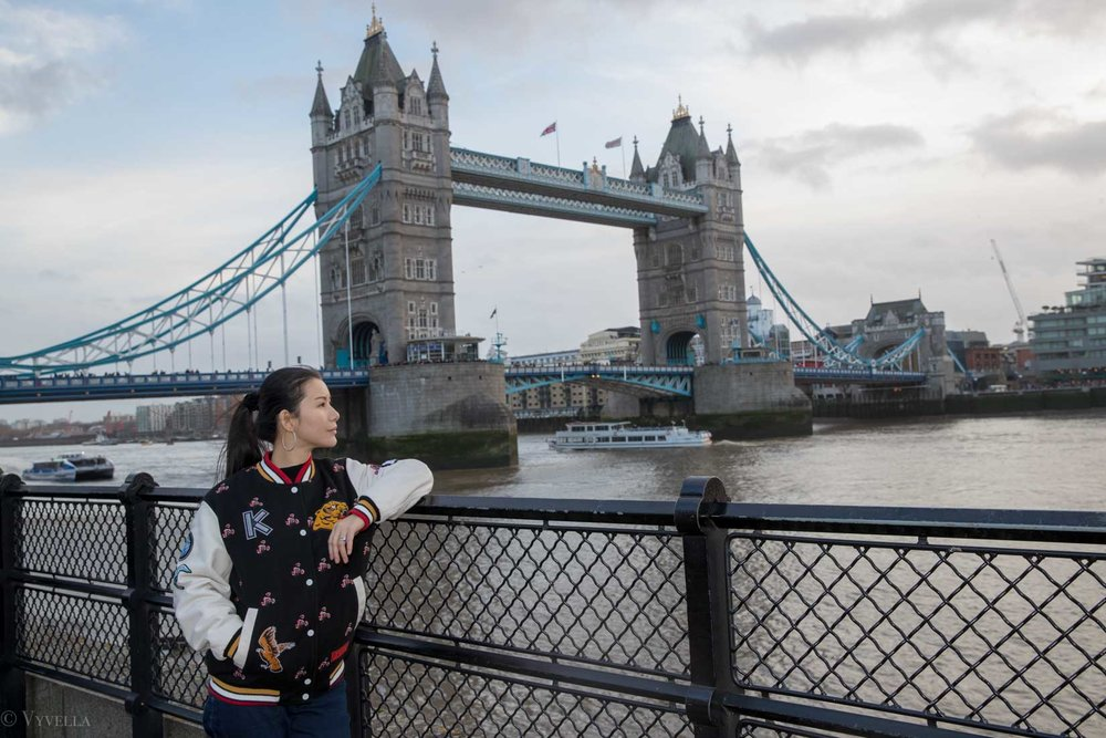 looks_winter-walk-over-london-tower-bridge_06.jpg