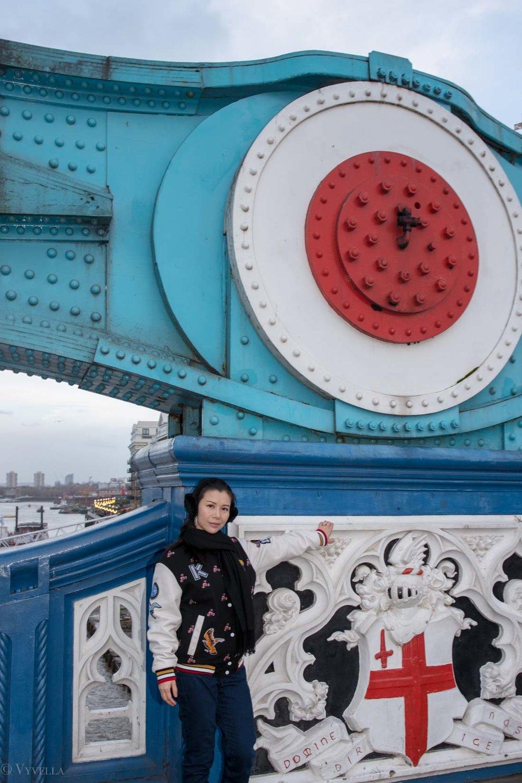 looks_winter-walk-over-london-tower-bridge_09.jpg