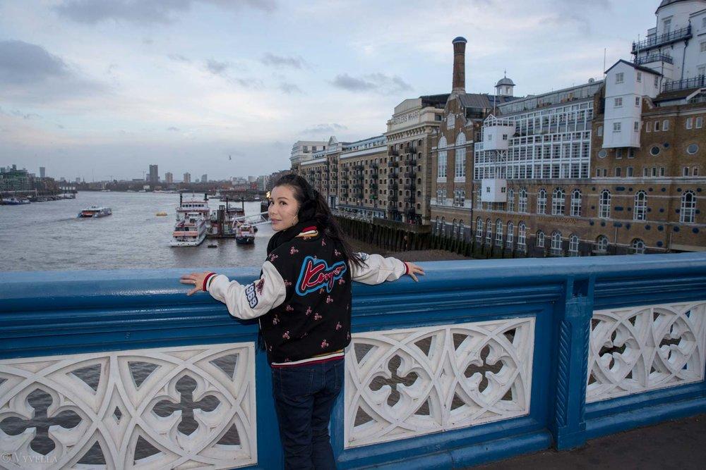 looks_winter-walk-over-london-tower-bridge_10.jpg