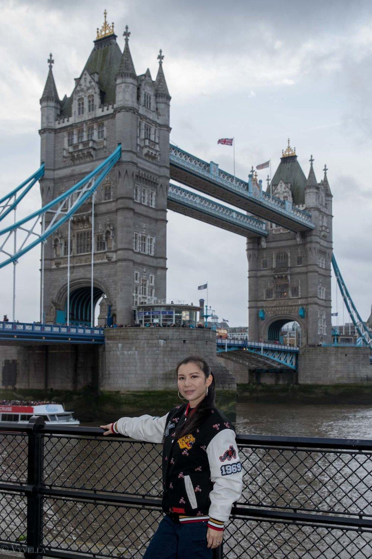 looks_winter-walk-over-london-tower-bridge_11.jpg
