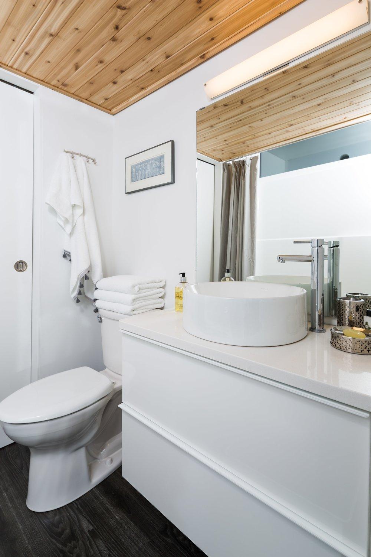 H04 Bathroom-min.jpg