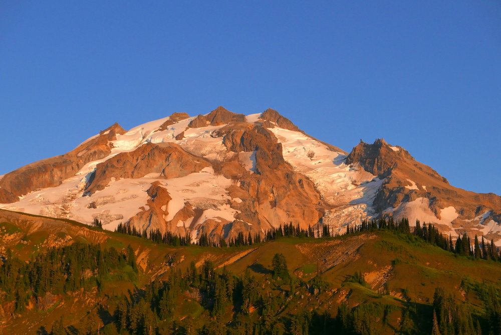 alpenglow on Glacier Peak near Kennedy Ridge (PCT)
