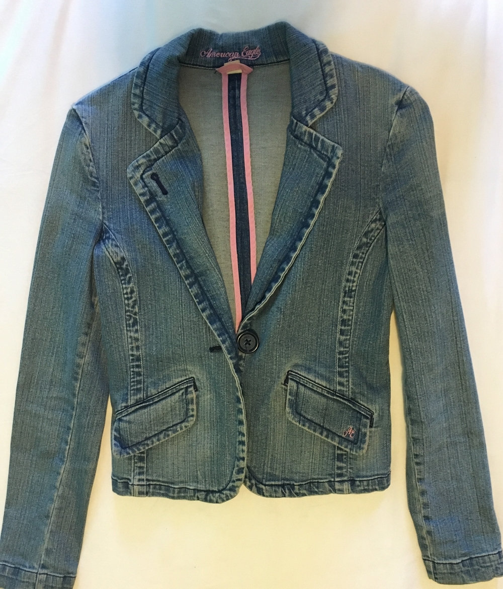 I bought this denim blazer at American Eagle Outfitters, in 1999 or 2000.