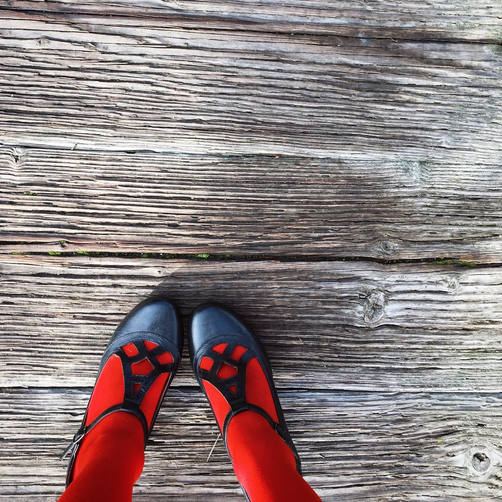 red-tights-black-vintage-shoes.jpg