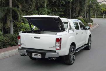 Isuzu Dmax - Top up cover with styling bars.jpg
