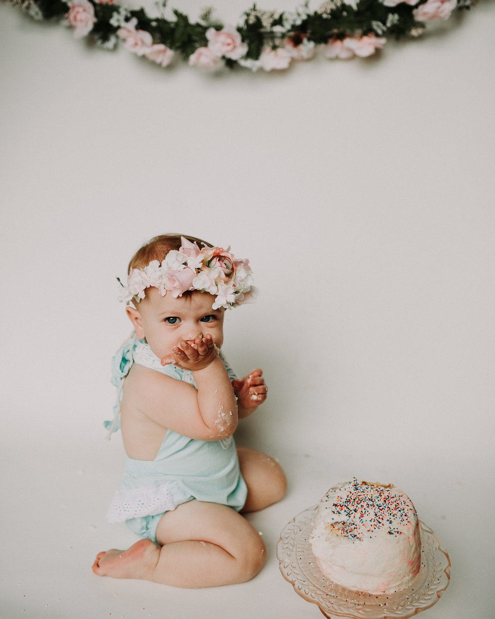 45CakeSmash-Photographer-Bellingham-WA-Brianne-Bell-Photography-(Kinley).jpg