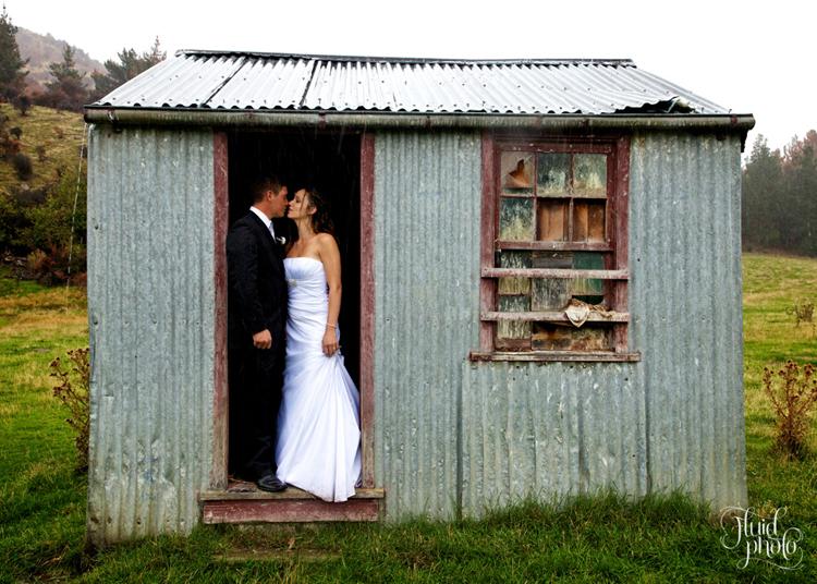 Rainy wedding photos wool-shed
