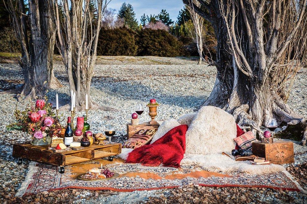 romantic-engagement-picnic-wanaka-05.jpg