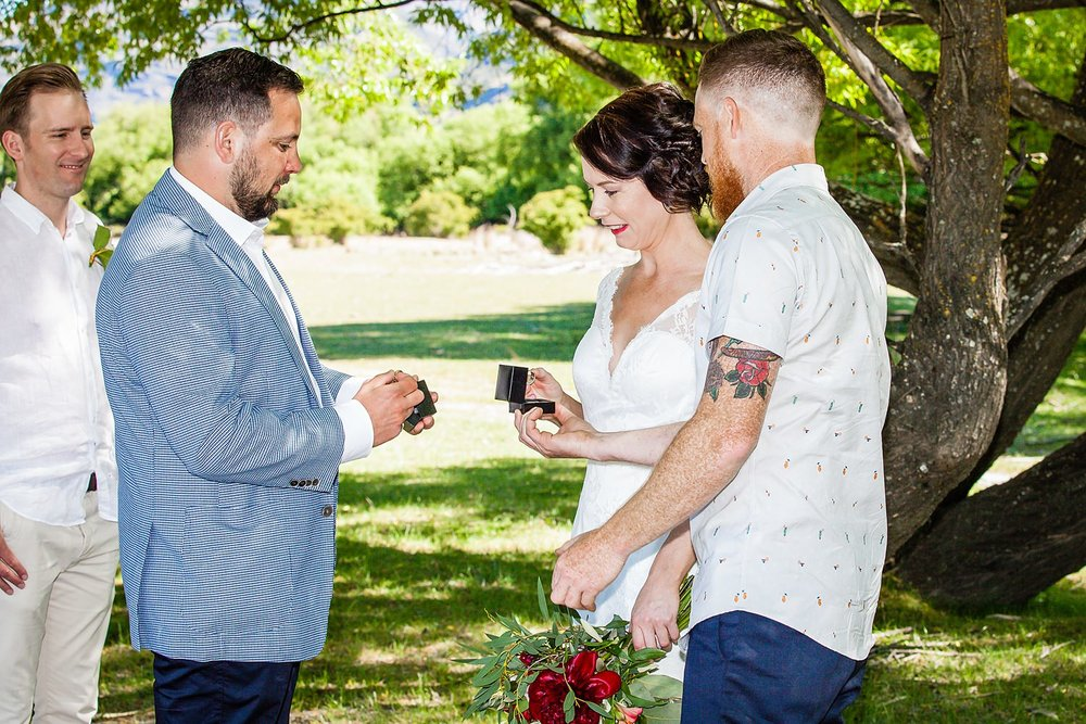 04-exchanging-wedding-rings.jpg
