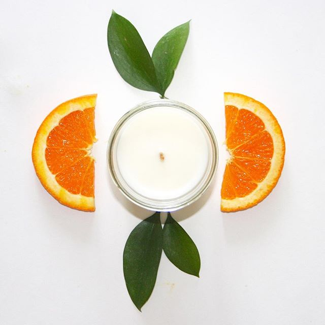Our Orange Ginger candle has a spicy warm, fresh citrus scent. Get yours today! . . . . . . #soycandles #soywax #orangeginger #cedarwood #bergamotfig #sandalwood #lemongrass #lavendersage #goldenamber #candles #toronto #wick #handpoured #handmade #homedecor #modernliving #accessories #gift #candle #northerncandleco #lightupthenorth