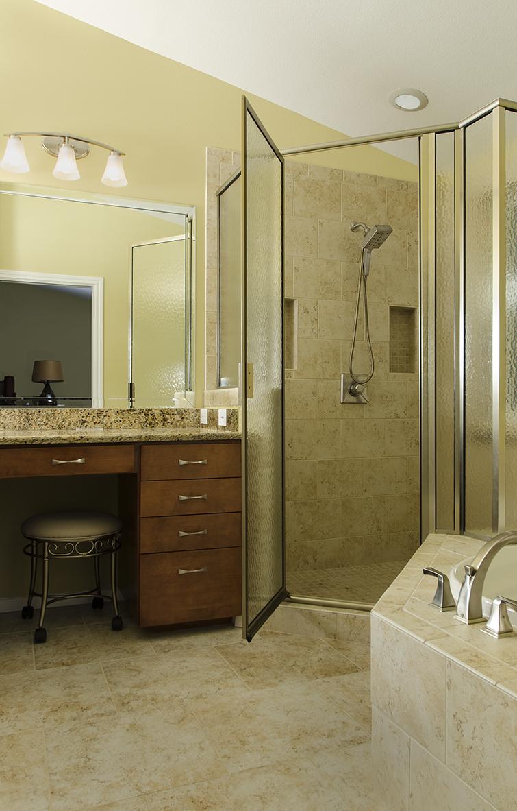 KMRemodeling_56_Simmons-M.-Bath_internet.jpg